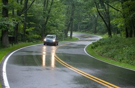 5 safety tips to drive on the slippery roads
