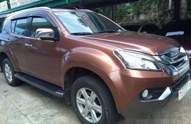 Brown Isuzu Mu-X 2016 at 37942 km for sale in Tanay