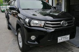Selling 2nd Hand Toyota Hilux 2016 Manual Diesel in Angeles