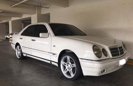 Selling White Mercedes-Benz E-Class 2000 in Pampanga