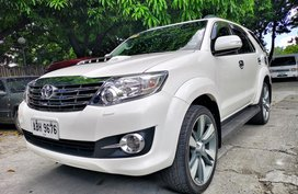 Pearlwhite 2015 Toyota Fortuner Automatic Diesel for sale in Quezon City