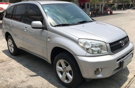 Selling 2nd Hand Toyota Rav4 2004 in Caloocan