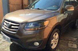 Selling Used Hyundai Santa Fe 2010 at 102000 km
