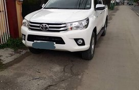 Selling White Toyota Hilux 2018 Manual Diesel in Bulacan