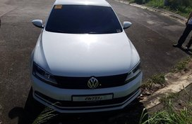 2nd Hand Volkswagen Jetta 2016 at 30000 km for sale