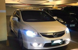 Selling Pearl White Honda Civic 2009 in Pasig
