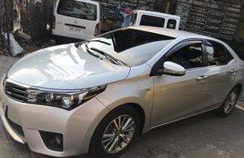 Selling 2nd Hand Toyota Corolla Altis 2013 in Makati
