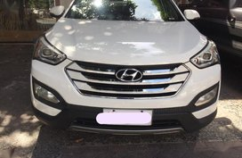 Selling 2nd Hand Hyundai Santa Fe 2015 Automatic Diesel at 52359 km in Makati