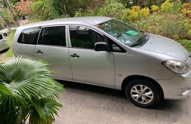 Selling 2nd Hand Toyota Innova 2009 Automatic Gasoline at 100000 km in Makati