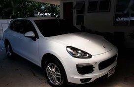 Selling Porsche Cayenne 2018 Automatic Gasoline in Makati