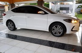White Hyundai Elantra 2018 for sale in Balagtas