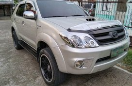 2nd Hand Toyota Fortuner 2005 Automatic Diesel for sale in San Mateo