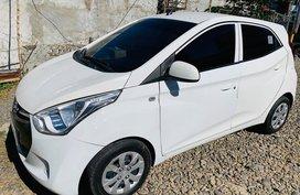 White Hyundai Eon 2016 Manual at 40000 km for sale