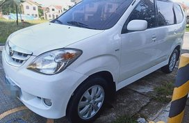 Sell 2nd Hand 2010 Toyota Avanza at 100000 km in Lipa
