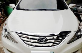 Sell White 2011 Hyundai Sonata at 29000 km in Metro Manila