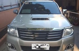 Selling 2nd Hand Toyota Hilux 2015 Automatic Diesel in Lipa
