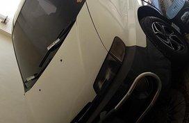 Sell White 1998 Hyundai Starex Automatic Diesel