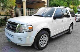 White Ford Expedition 2011 at 40000 km for sale