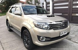 Selling Beige Toyota Fortuner 2015 at 30000 km