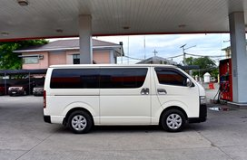 White 2015 Toyota Hiace at 90000 km for sale