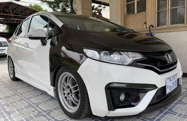 White 2015 Honda Jazz Hatchback at 31000 km for sale in Quezon City