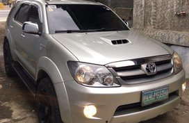 Selling Toyota Fortuner 2005 Automatic Diesel in Lipa
