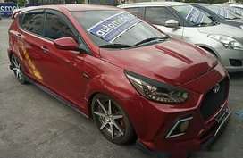 Selling Red Hyundai Accent 2014 at 67999 km