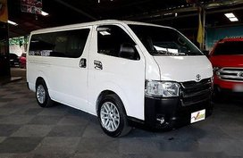 Sell White 2016 Toyota Hiace at 32000 km