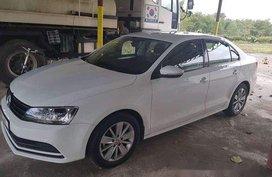 White Volkswagen Jetta 2017 at 10000 km for sale