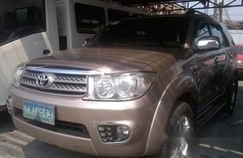 Selling Beige Toyota Fortuner 2010 at 85000 km