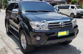 Black Toyota Fortuner 2011 Automatic Gasoline for sale in Quezon City