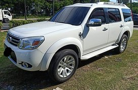 White Ford Everest 2013 at 61000 km for sale