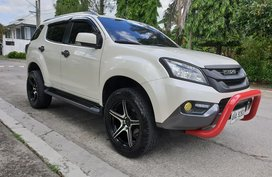 Selling Used Isuzu Mu-X 2015 at 58000 km in Metro Manila