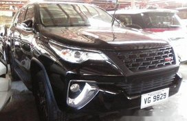 Sell Black 2016 Toyota Fortuner at 6000 km