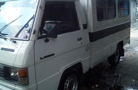 Selling White Mitsubishi L300 1996 Van in Quezon City