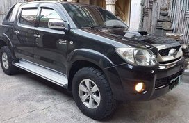 Black Toyota Hilux 2010 at 85000 km for sale in Manila