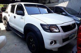 Selling White Toyota Hilux 2012 Manual Gasoline at 110157 km in Quezon City