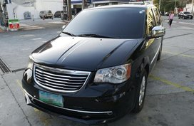 Selling 2nd Hand Chrysler Town And Country 2012 in Pasig