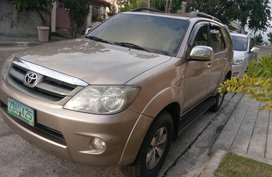 2nd Hand Toyota Fortuner 2006 at 102000 km for sale in Manila