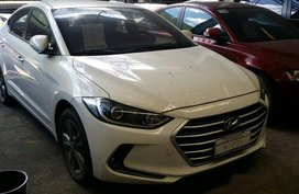Selling White Hyundai Elantra 2016 at 14000 km in Makati