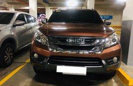 2nd Hand Isuzu Mu-X 2015 Automatic Diesel for sale in Makati