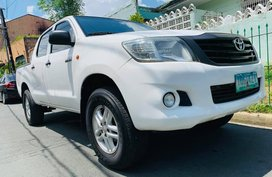 White 2013 Toyota Hilux Truck at 60000 km for sale