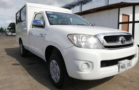 Sell White 2010 Toyota Hilux in Isabela
