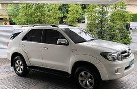 White Toyota Fortuner 2008 at 93690 km for sale