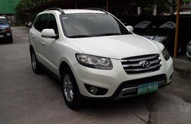 Selling White Hyundai Santa Fe 2011 Automatic Diesel at 60000 km in Pasig