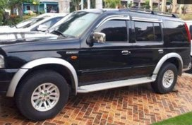 Selling Black Ford Everest 2006 at 170000 km