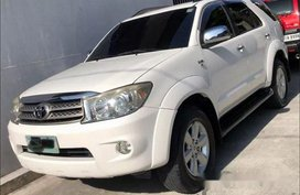 Selling White Toyota Fortuner 2011 Automatic Diesel