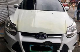 White Ford Focus 2013 at 58000 km for sale