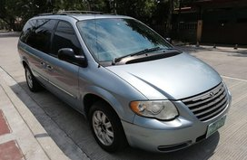 Selling Chrysler Town And Country 2005 Van in Quezon City