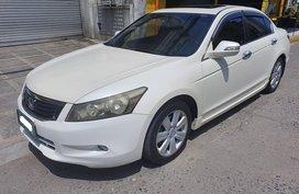 Selling White Honda Accord 2011 Automatic in Makati